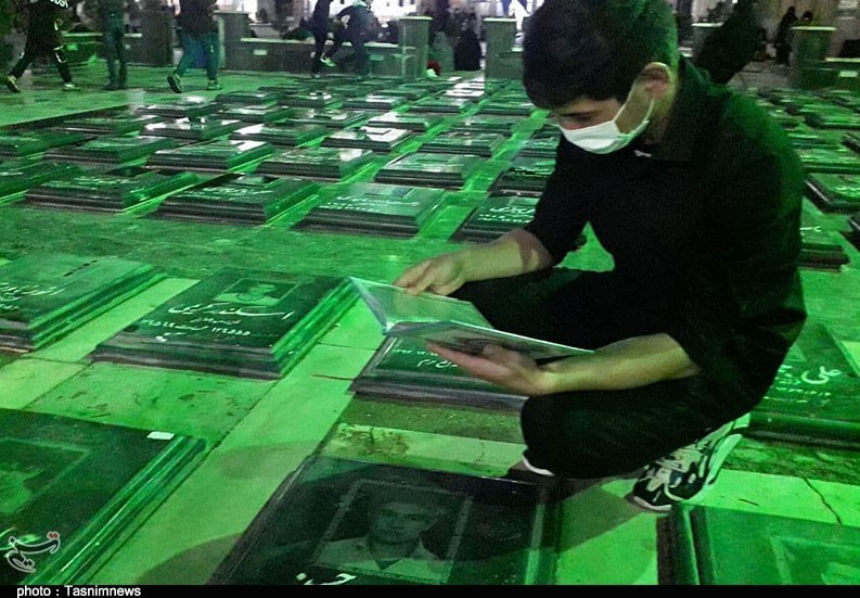 میزبانی عزاداران پیشوایی از شهید گمنام در شب قدر / مردم در صحن امامزاده جعفر (ع) به سوگ مولا علی (ع) نشستند + فیلم