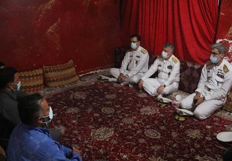 دیدار فرمانده نیروی دریایی ارتش با خانواده شهدای سلامت / امیر خانزادی: جایگاه شهدای مدافع سلامت در کنار شهدای دفاع مقدس است