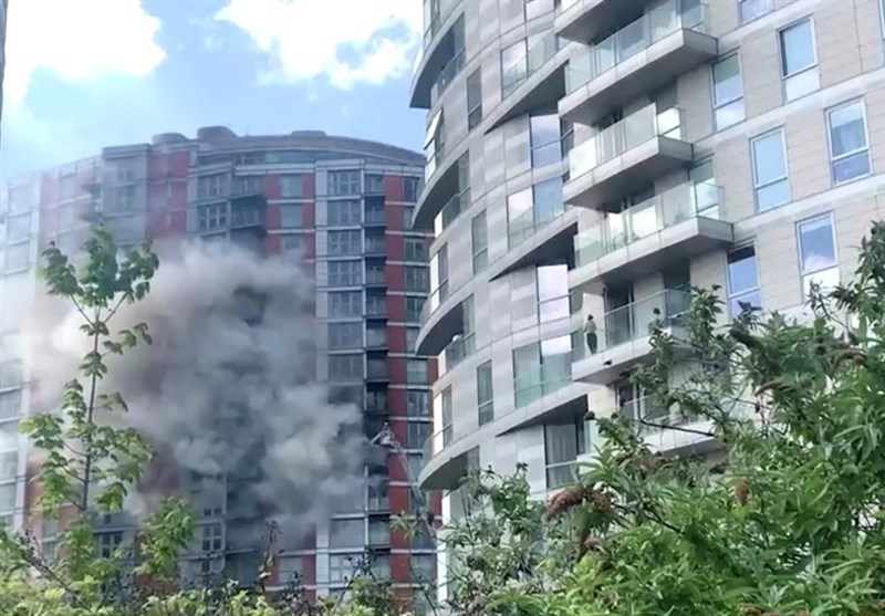 London Firefighters Tackle Flames At 19-Storey Tower Block with Grenfell-Type Cladding (+Video)
