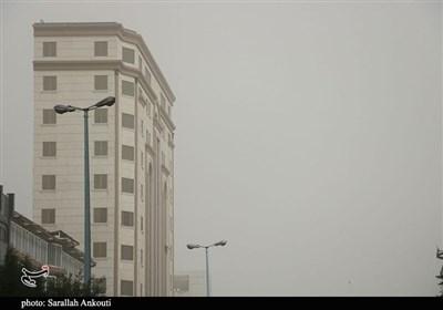 افزایش شاخص آلایندگیهای هوا در کرمان/ فعالیت ادارات ۲ ساعت دیرتر آغاز میشود
