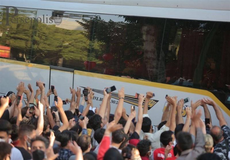 حاشیه دیدار سپاهان - پرسپولیس| شعار هواداران میزبان علیه سرخها/ هشدار کرونایی پیروانی + تصاویر