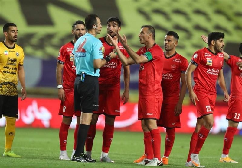 نگاهی به قضاوت حیدری در بازی سپاهان - پرسپولیس/ هر 2 تیم یک پنالتی طلبکار شدند
