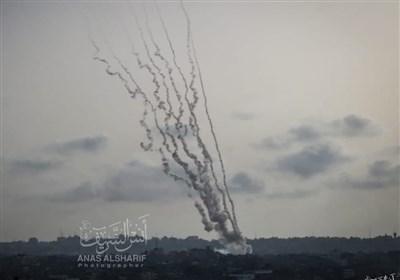 حملات سهمگین موشکی مقاومت فلسطین به اراضی اشغالی/ حمله موشکی به سوی قدس صهیونیستها را فراری داد/ نشست کنست نیمهکاره رها شد+فیلم