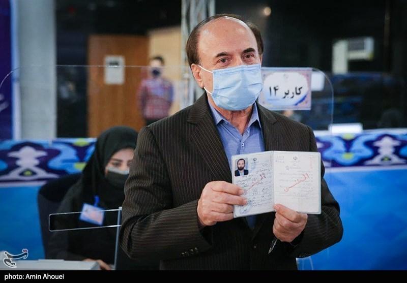 محمدحسن نامی وزیر ارتباطات دولت دهم در اولین روز ثبت نام انتخابات ریاست جمهوری