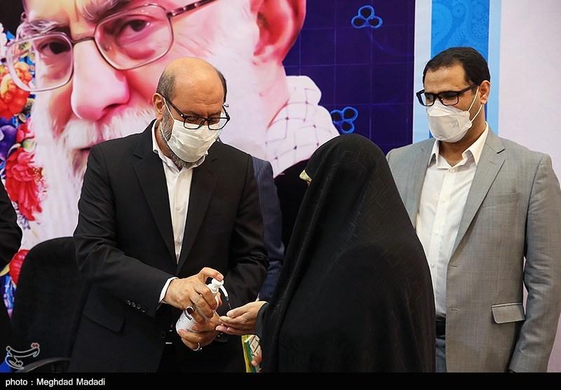 حسین دهقان بهمراه همسرش هنگام ثبت نام در انتخابات ریاست جمهوری