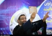 روحانی سیاسی فعال در فوتبال: دروغ است، اسلحه نداشتم