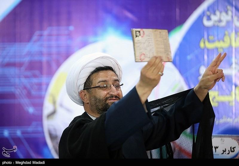 حجتالاسلام محمد زارع فومنی دبیرکل حزب مردمی اصلاحات در انتخابات ثبتنام کرد.