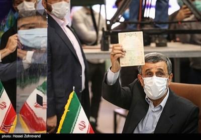 محمود احمدینژاد برای انتخابات ریاستجمهوری ثبتنام کرد+حواشی