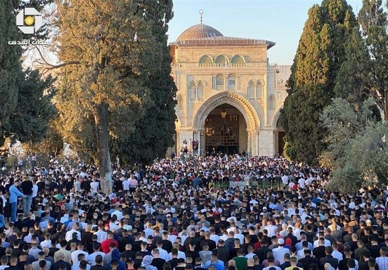 دهها هزار فلسطینی نماز عید سعید فطر را در مسجدالاقصی اقامه کردند +تصاویر