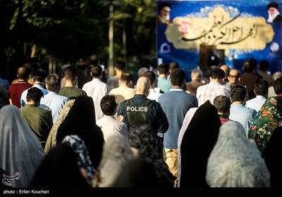 نماز عید فطر در امامزاده پنج تن لویزان