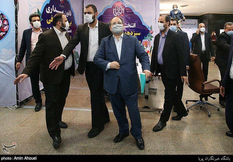 حضور محمد شریعتمداری در ستاد انتخابات کشور