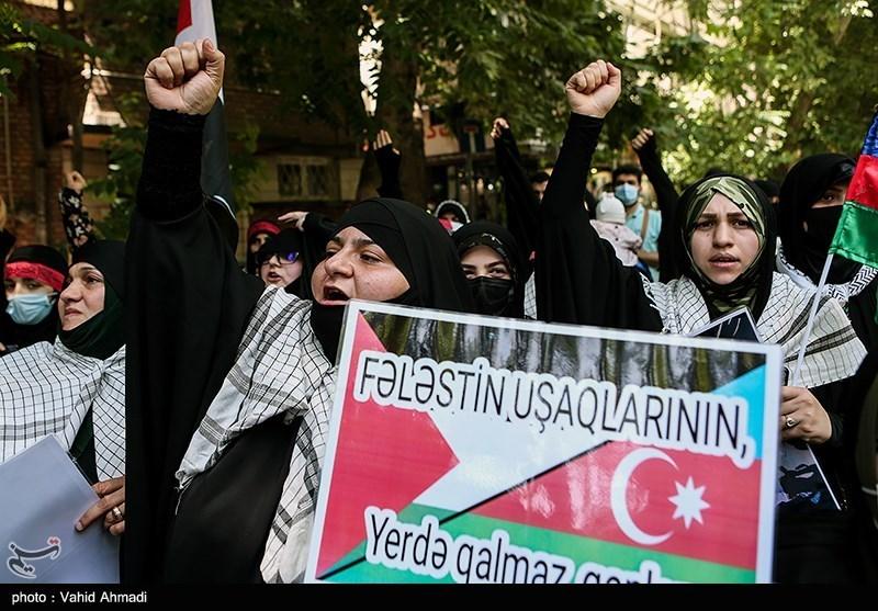 تجمع طلاب جمهوری آذربایجان در مقابل سفارت فلسطین