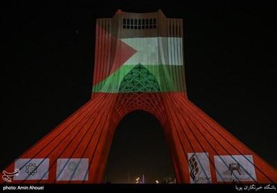 اضاءة برج آزادی فی طهران بالعلم الفلسطینی