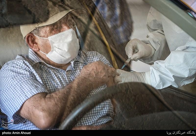 """8 تا 10 ساعت معطلی سالمندان """"بهای واکسن کرونا"""" در مراکز واکسیناسیون خودرویی تهران!"""