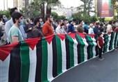 جشن پیروزی مقاومت با حضور مردم و دانشجویان در میدان فلسطین