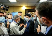 حضور آیت الله رئیسی در جمع کارکنان و کادر درمان بیمارستان میلاد