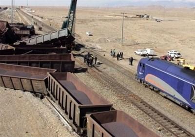 """قطار باری در مسیر """"ورسک و سرخآباد"""" از ریل خارج شد/ حادثه خسارت جانی نداشته است"""