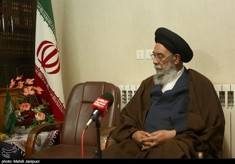 امام جمعه اصفهان: مردم در آینده دستاوردهای صنعت هستهای را زندگی میبینند