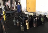 آتشسوزی در مغازه نگهداری 230 سیلندر گاز + تصاویر