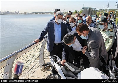 آيين بهره برداري از پروژه هاي مجموعه فرهنگي-گردشگري درياچه شهداي خليج فارس