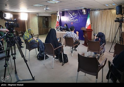 نشست خبری زهرا شیخی رئیس ستاد انتخاباتی امیرحسین قاضی زاده هاشمی در خبرگزاری تسنیم