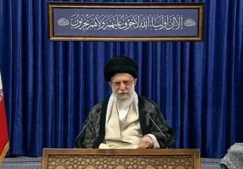 معنای آیه قرآنی نصب شده در محل سخنرانی امام خامنهای