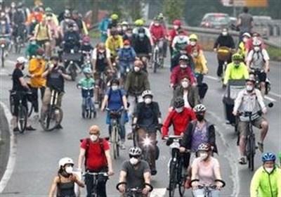 اعتراض دوچرخهای فعالان محیط زیست در آلمان