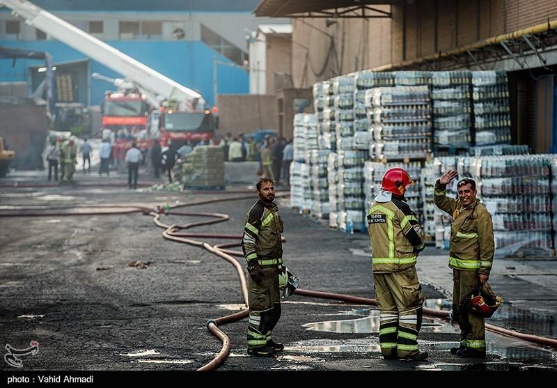آتش سوزی در انبار ضایعات شرکت بهنوش