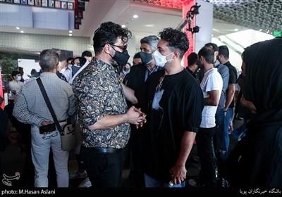 اشکان خطیبی و جواد عزتی در اکران خصوصی سریال «زخم کاری»