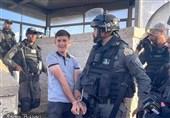 کوتاه از فلسطین  بازداشت 30 فلسطینی در قدس اشغالی/حضور بیش از 40 هزار نمازگزار در مسجدالاقصی