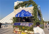 """کاروان خودرویی """"زیر سایۀ خورشید"""" در نقاط مختلف تهران راه افتاد"""