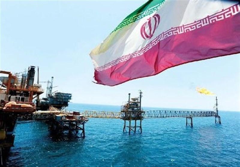 ادعای رویترز: ایران ۲۰۰میلیون بشکه نفت آماده برای صادرات دارد