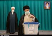 الامام الخامنئی یدلی بصوته فی الانتخابات الرئاسیة.. یوم الانتخابات هو یوم الشعب الایرانی