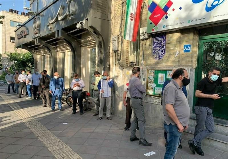تمهیدات نامناسب وزارت کشور در روز رایگیری/ اعتراض مردم در صف و اخذ رایی که هنوز شروع نشده!