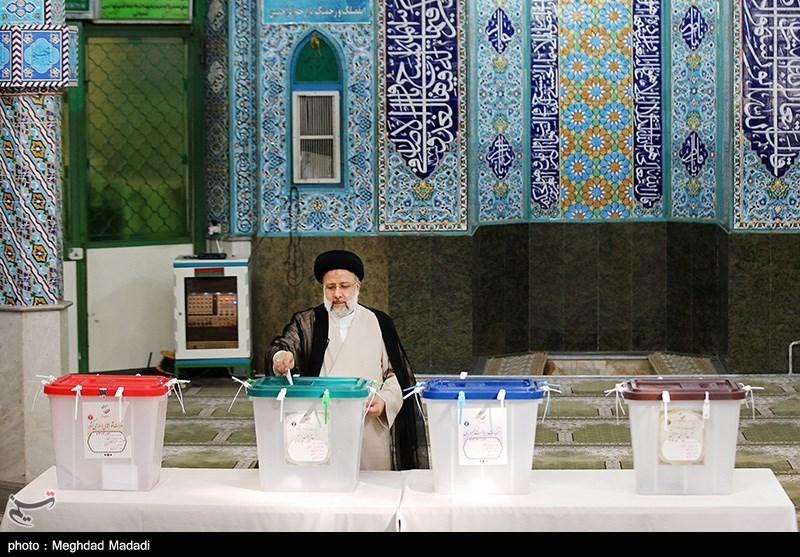 اعتراض رئیسی پس از شرکت در انتخابات: کُندی رأیگیری در برخی بخشها رفع شود