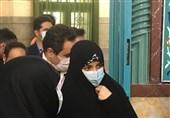 دختر حسن روحانی با حضور در حسینیه ارشاد رای خود را به صندوق انداخت