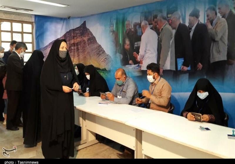 صفهای طویل رایگیری در شعب اخذ رای استان مرکزی / حماسهآفرینی سرزمین آفتاب ادامه دارد + فیلم