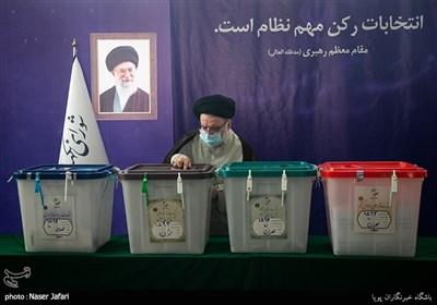 آیتالله سید احمد خاتمی در محل صندوق اخذ رای در شورای نگهبان