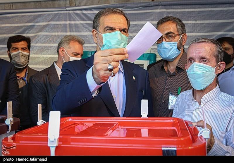 محسن رضایی: مردم در انتخابات شرکت کنند/هرچه آنها تصمیم بگیرند دستشان را میبوسم