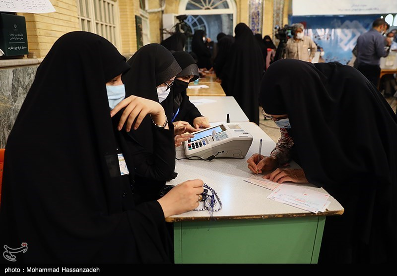Enthusiastic Iranians Vote in Presidential Election
