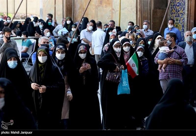 حماسه اصفهانیها در انتخابات ۲۸ خرداد ماه / حضور مردم در پای صندوقهای رای همچنان ادامه دارد + فیلم