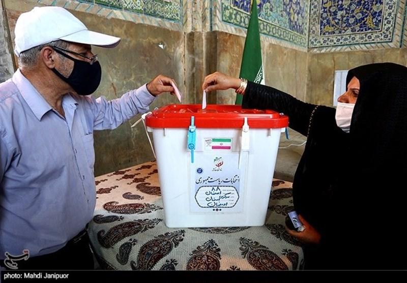 استاندار اصفهان: تا وقتی مردم در شعب باشند رأیگیری ادامه دارد/ در هیچ شعبه اخذ رأی با کمبود تعرفه مواجه نبودیم