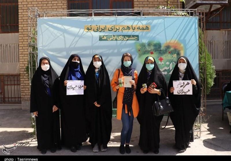 نسل جوان و نوجوان پای کار انقلاب آمدند/ رایاولیهایی که مشارکت چشمگیر در انتخابات در استان مرکزی دارند +فیلم