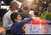 شعب اخذ رأی در استان یزد همچنان مملو از جمعیت/ درب شعب بسته شد + فیلم