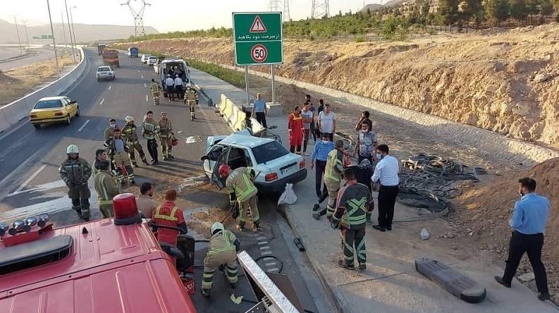 14000329092222779230456010 - 7 مصدوم بر اثر برخورد شدید پراید با نیوجرسی در شرق تهران + تصاویر
