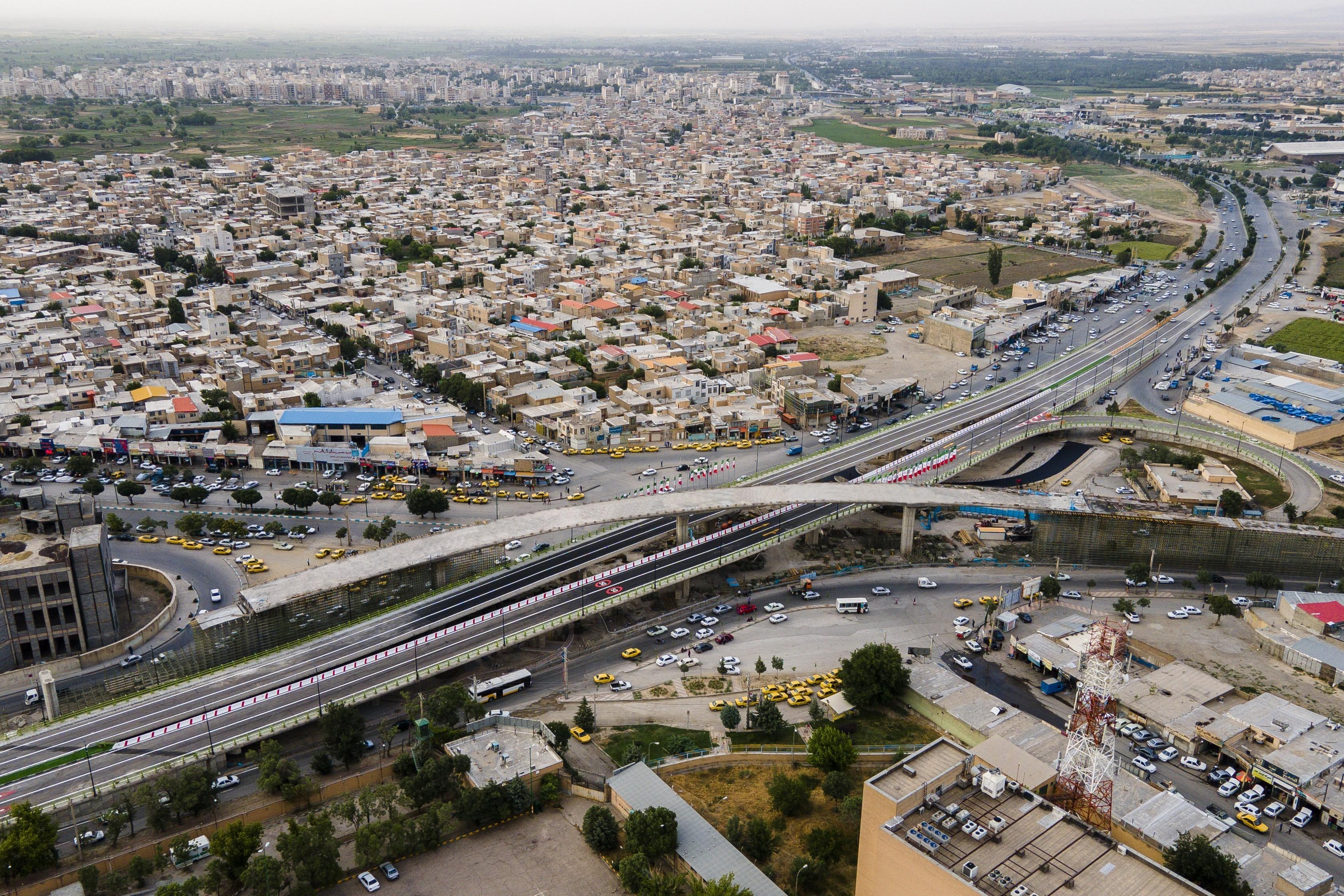 پل اصلی تقاطع چند سطحی شهید همدانی در همدان افتتاح شد