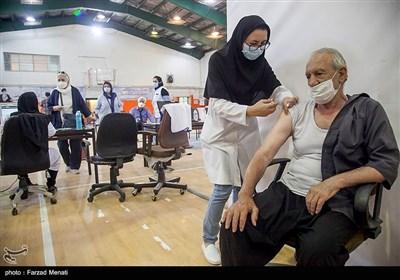 تزریق دُز دوم واکسن کرونا سالمندان بالای 70 سال در کرمانشاه