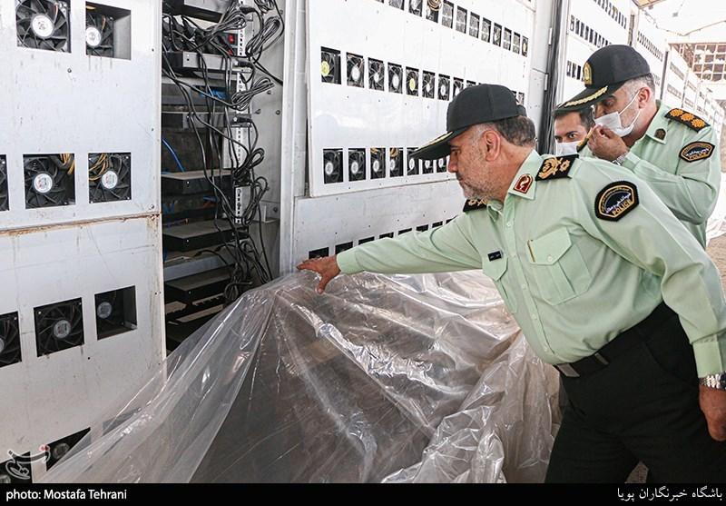 حضور سردار رحیمی در محل کشف بزرگترین مزرعه استخراج رمز ارز کشور