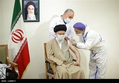 رستمی مطرح کرد: ۴ پیام مهم تزریق واکسن ایرانی توسط رهبر انقلاب
