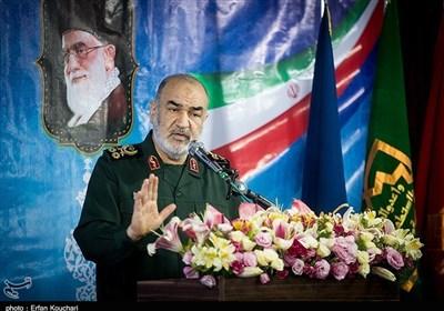 سرلشکر سلامی: امروز یک آمریکای شکستخورده، فراری و افسرده را شاهدیم/ دنیا به ایستادگی ملت ایران در برابر ابرقدرتها غبطه میخورد
